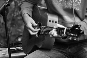 Free Group Beginner Guitar Lessons
